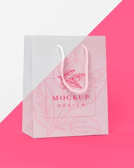 Concetto di sacchetto di carta con mock-up