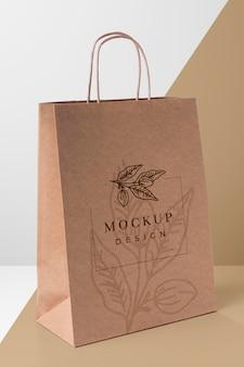 Concetto di sacchetto di carta con mock-up