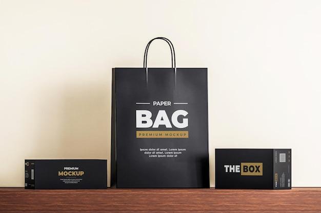 Borsa di carta mockup scatola nera shopping
