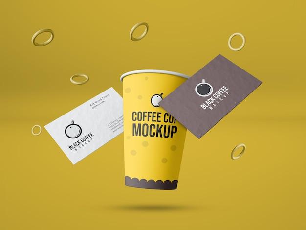 Tazza da caffè di carta con mockup di biglietti da visita
