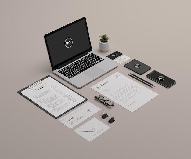 Cancelleria in prospettiva e design mockup del marchio isolato