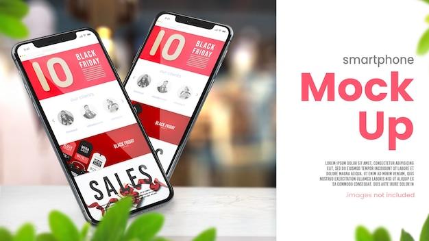 Mock up del telefono sul tavolo del negozio per le vendite del black friday