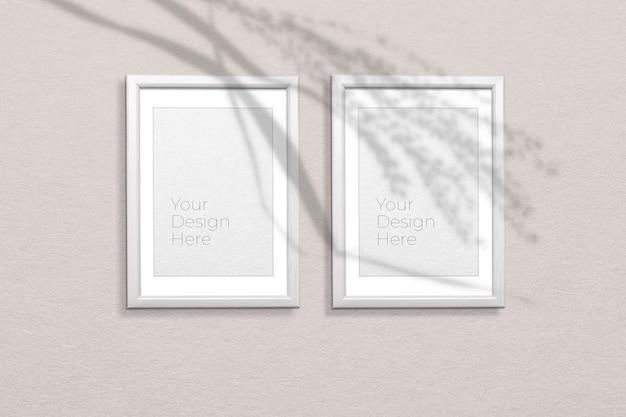 Mockup di cornice per foto sul muro grigio con sovrapposizione di ombre