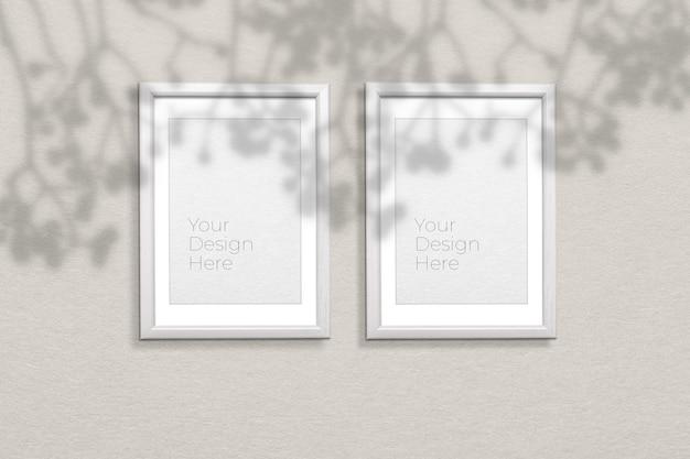 Mockup di cornice per foto su grigio con sovrapposizione di ombre