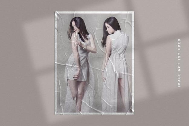 Mockup di cornice per foto su texture di carta