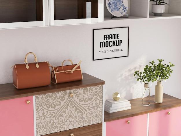 Photo frame mockup sull'armadio in legno
