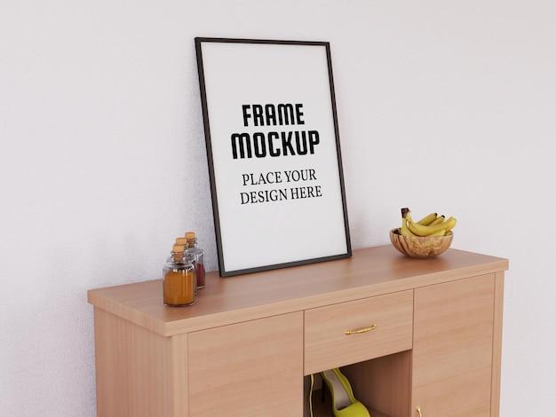 Photo frame mockup sulla scrivania in legno