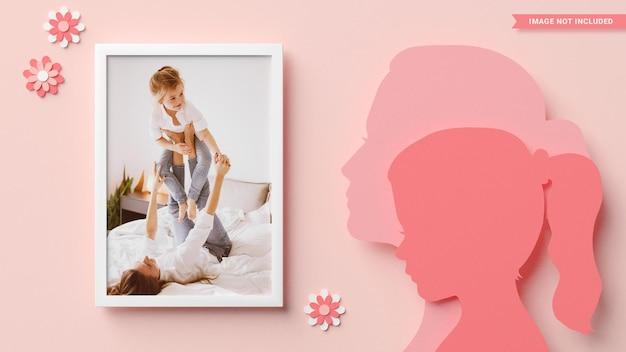 Cornice per foto con sagome di mamma e figlia in stile papercut. rendering 3d