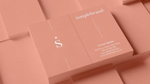Mucchi di mockup di biglietti da visita verticali per un elegante marchio nel rendering 3d