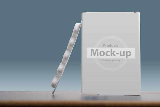 Mock-up portapillole con pagnotta di compresse su azzurro
