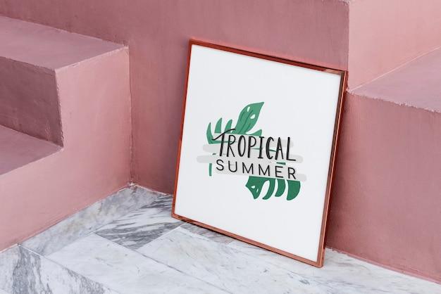 Mockup di cornice estiva tropicale rosa metallizzata