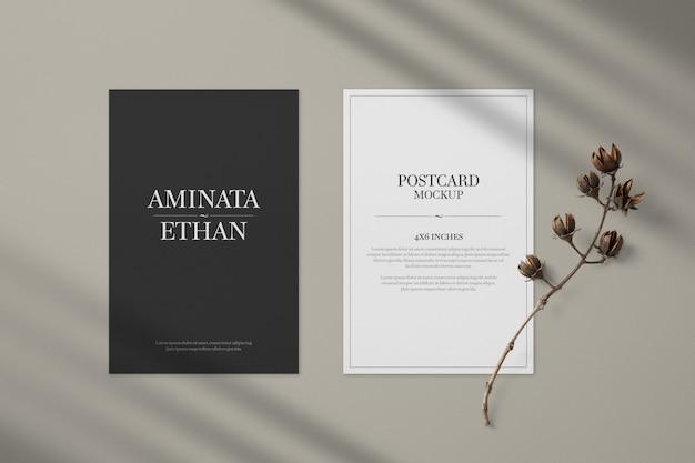 Modello di mockup di cartolina e carta di invito