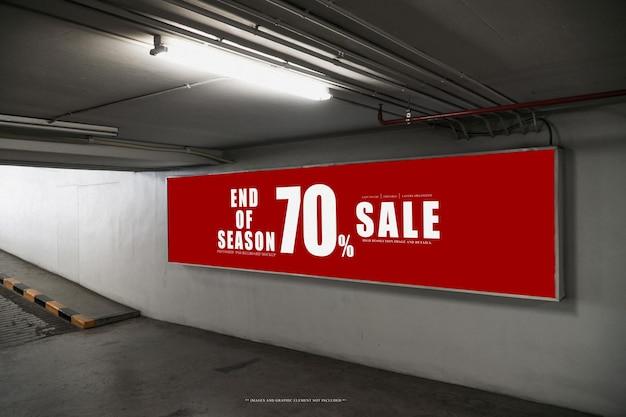 Tabellone per le affissioni poster nel parcheggio sotterraneomodello di tabellone per le affissioni psd