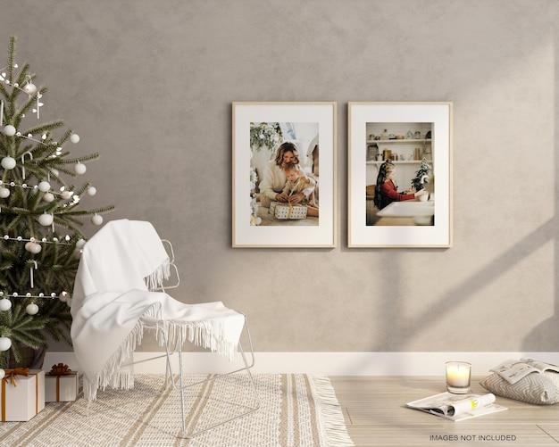 Cornici per poster in soggiorno con albero di natale