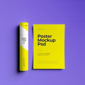 Mockup di poster con mockup di tubo di carta