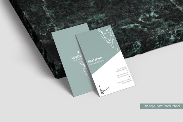 Mockup di biglietto da visita potrait con marmo