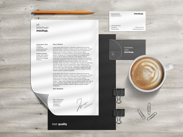 Modello di modello di identità aziendale branding professionale con carta intestata e biglietti da visita sullo scrittorio di legno