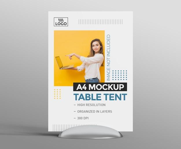 Mockup promozionale di tenda da tavolo 3d per display a4