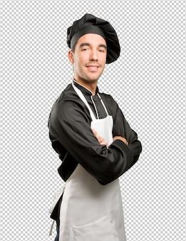 Poco orgoglioso giovane chef in posa