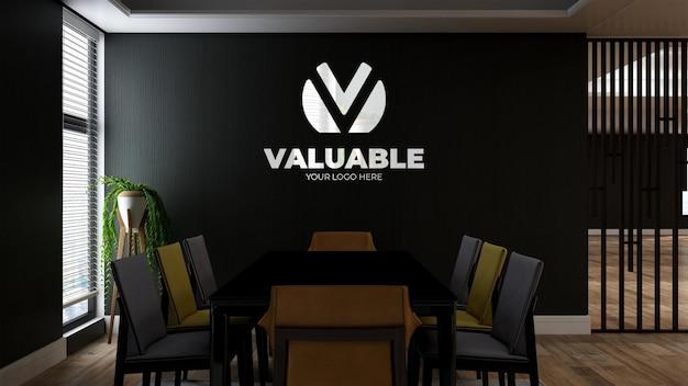 Mockup realistico del logo della parete 3d nella sala riunioni di lavoro dell'ufficio