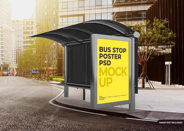 Mockup di tabellone per le affissioni della fermata dell'autobus realistico della città