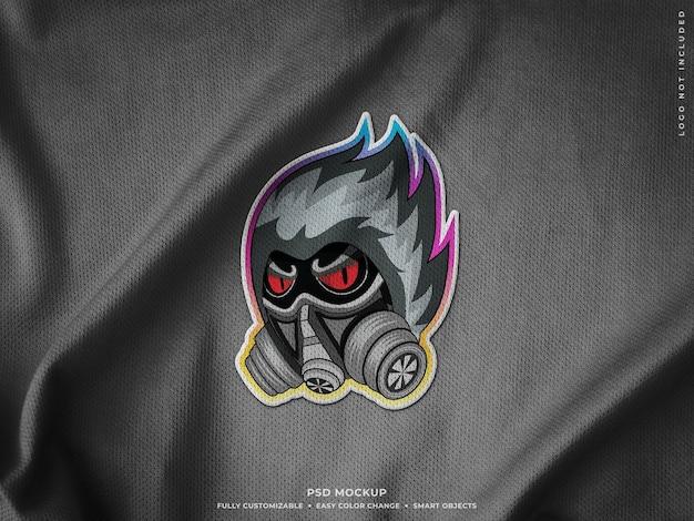Realistico patch logo ricamato su tessuto jersey