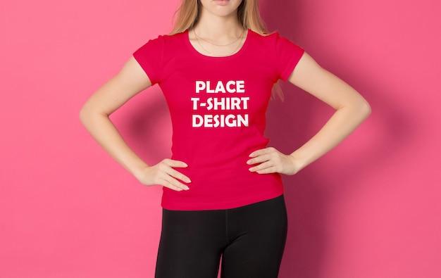Mockup di t-shirt donna realistica