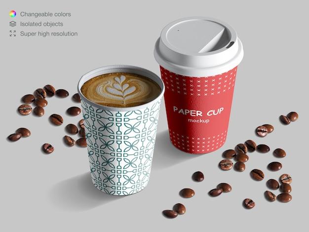 Modello realistico di tazze di carta isometrica con chicchi di caffè