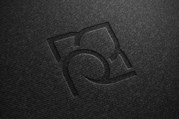 Mockup realistico del logo su tessuto nero