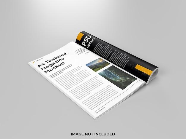 Vista laterale del mockup piegato a rivista aperta realistica