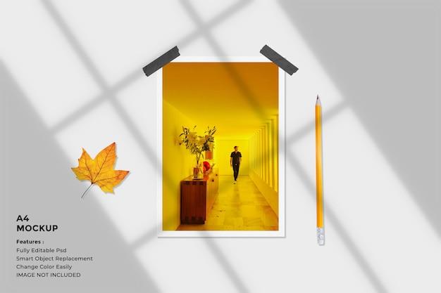 Mockup di foto con cornice di carta ritratto realistico