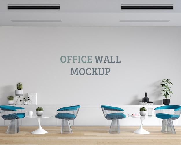 Rilassante spazio di seduta al lavoro con mockup a parete