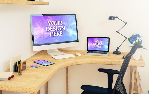 Mockup di dispositivi reattivi su un tavolo d'angolo