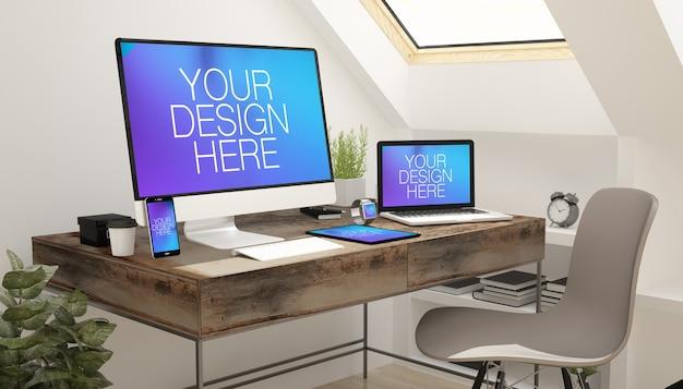 Mockup di schermi di dispositivi reattivi nell'ufficio mansardato