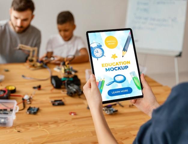 Mock-up di tablet di classe di robotica