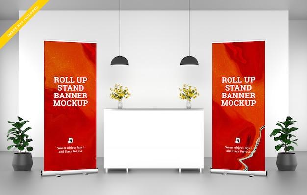 Roll up banner stand mockup alla reception Psd Premium