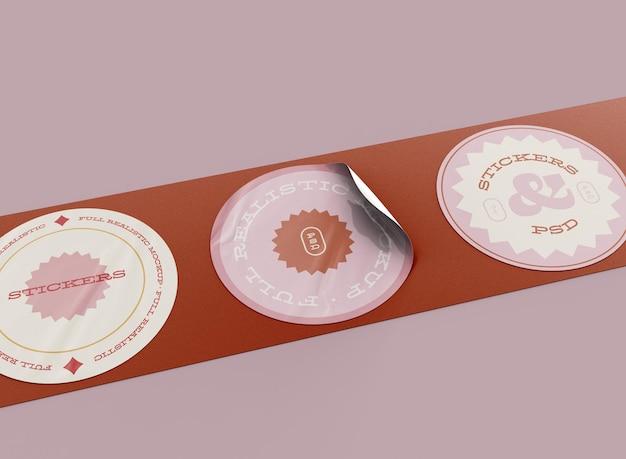 Set di mockup di adesivi rotondi