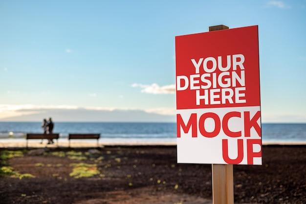 Rendering di design mockup poster sul mare