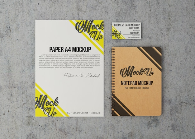 Mockup di fogli di carta, biglietti da visita e notebook