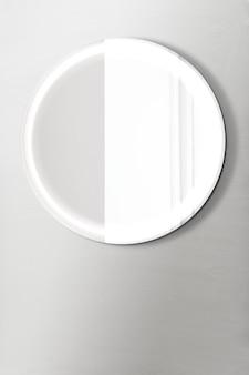 Specchio lucido su un mockup di muro grigio