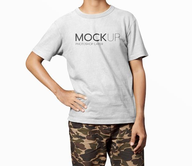 Mockup di camicia uomo realistico