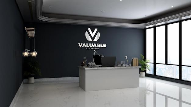 Mockup del logo della parete aziendale in argento nella stanza del manager minimalista