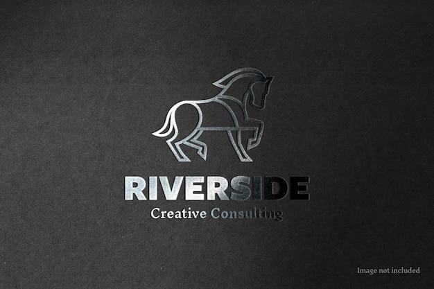Mockup di logo con stampa a lamina d'argento