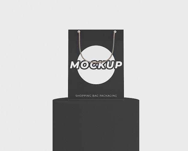 Mockup di imballaggio semplice borsa della spesa con un podio