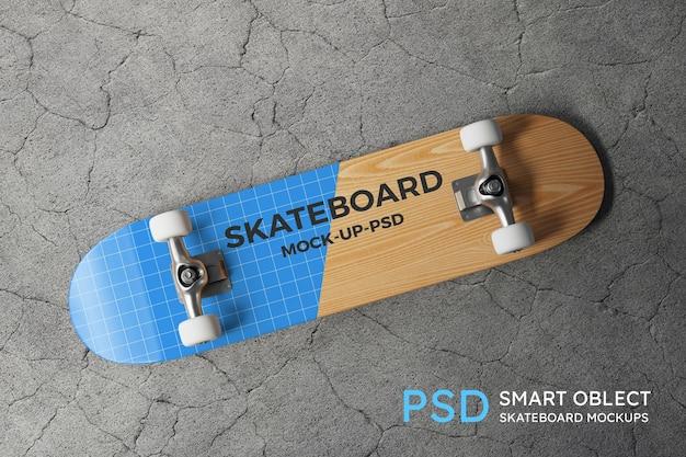 Modello di skateboard sul pavimento di cemento