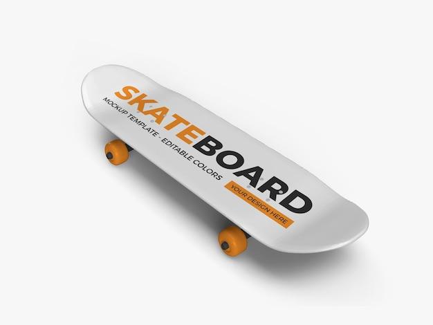 Skateboard mockup isolato