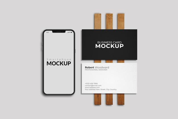 Smart phone con mockup di biglietti da visita