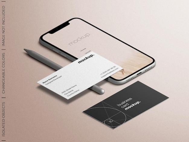 Schermata dell'app per smartphone e mockup del biglietto da visita con vista isometrica dello stilo della matita isolata
