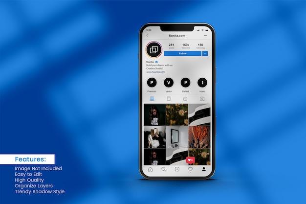 Mockup di smartphone per il profilo dei social media e il post della storia