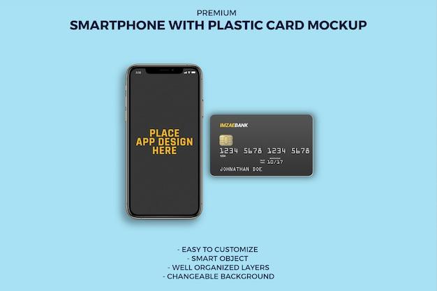 Smartphone con mockup di carte di plastica